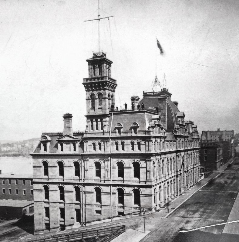 Marker detail: Custom House (<i>side view</i>) image. Click for full size.