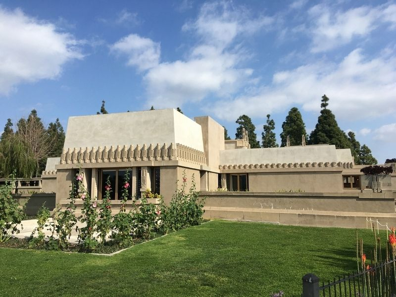 Hollyhock House image. Click for full size.