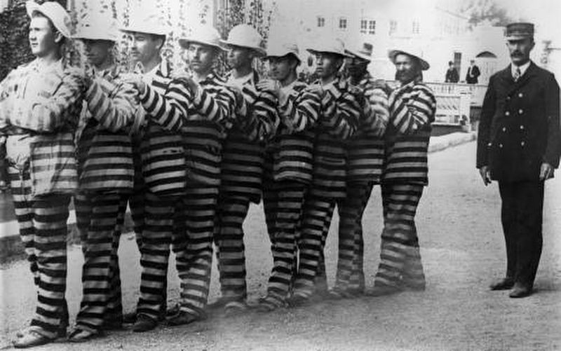 <i>Convicts in line</i> image. Click for full size.