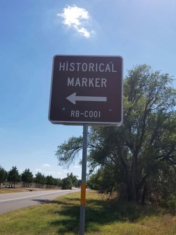 An additional sign showing the marker's location image. Click for full size.