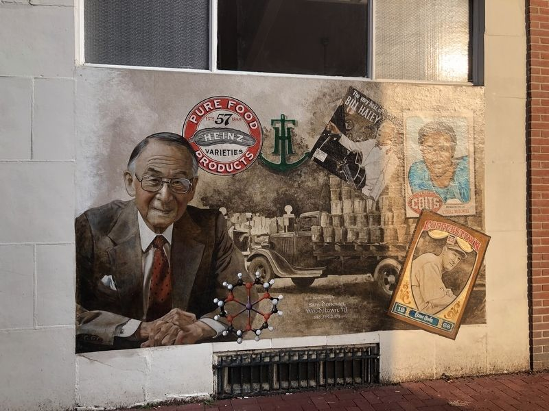 Mural on the side of the building image. Click for full size.
