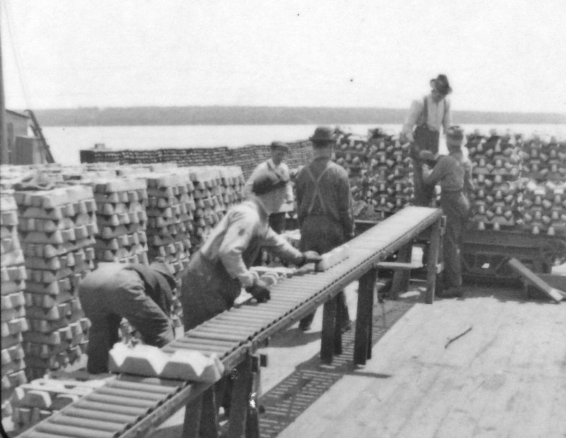 Marker detail: Men unloading copper, 1915 image. Click for full size.