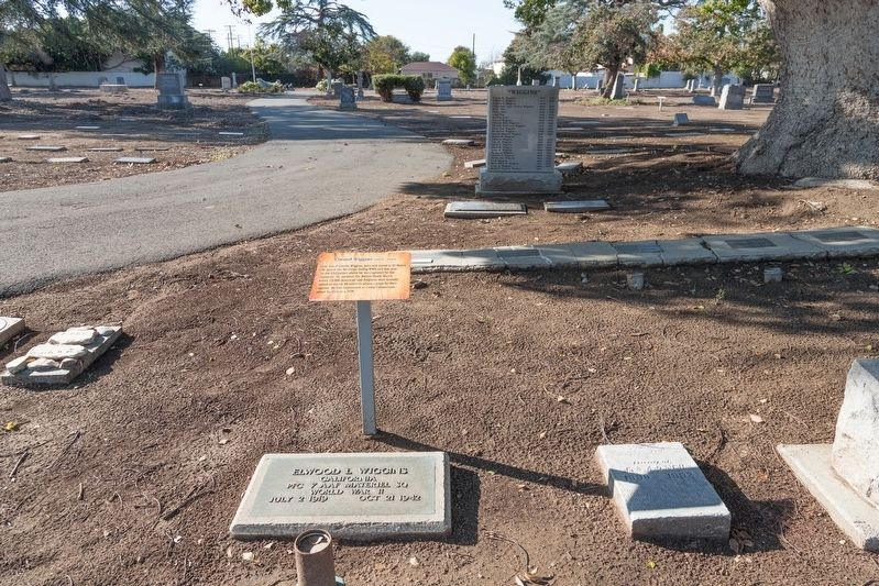 Elwood Wiggins gravestone and marker image. Click for full size.