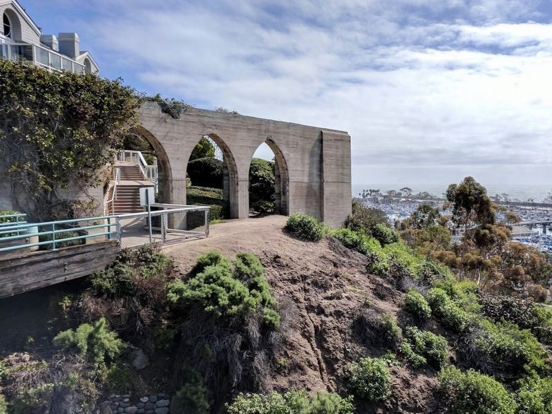 Dana Point Arches image. Click for full size.
