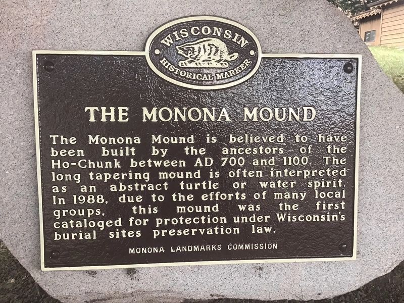 The Monona Mound Marker image. Click for full size.