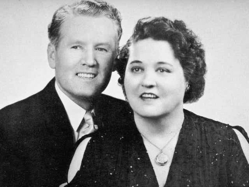 Vernon and Gladys Presley image. Click for full size.