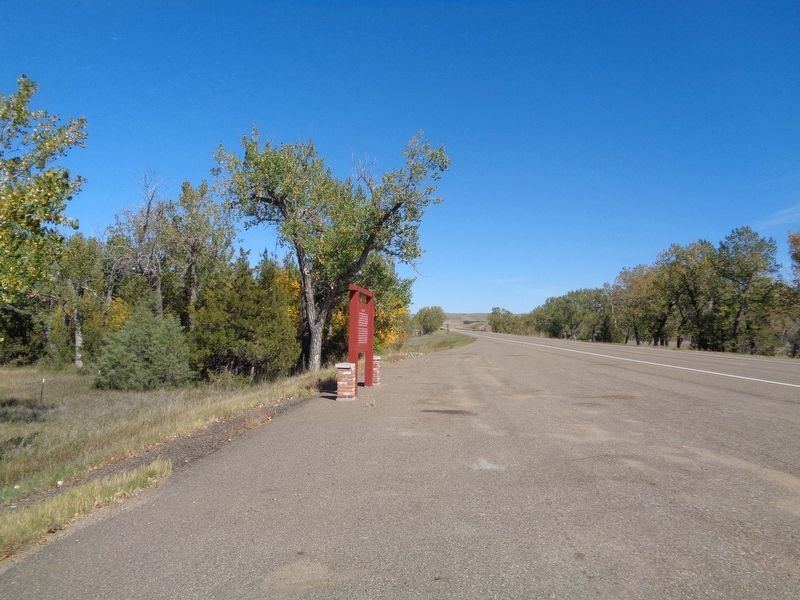 Wide View of Powder River Marker image. Click for full size.