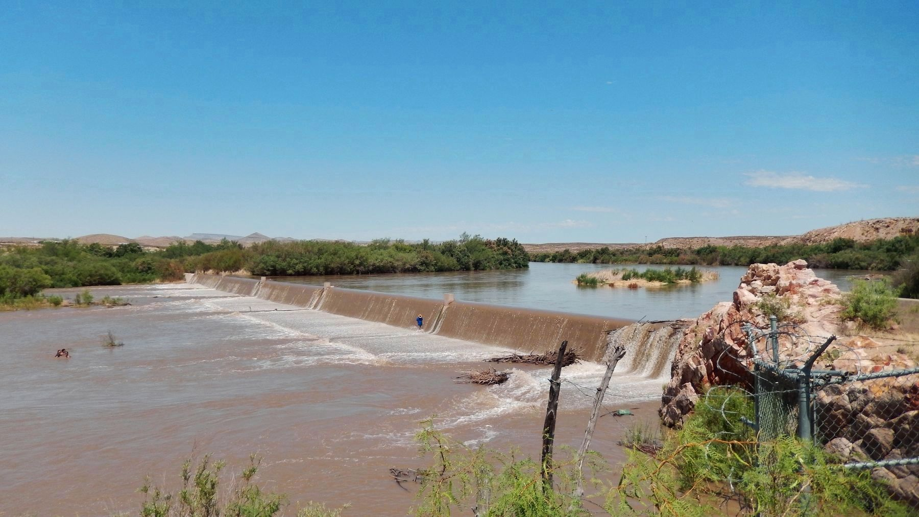 Leasburg Diversion Dam image. Click for full size.