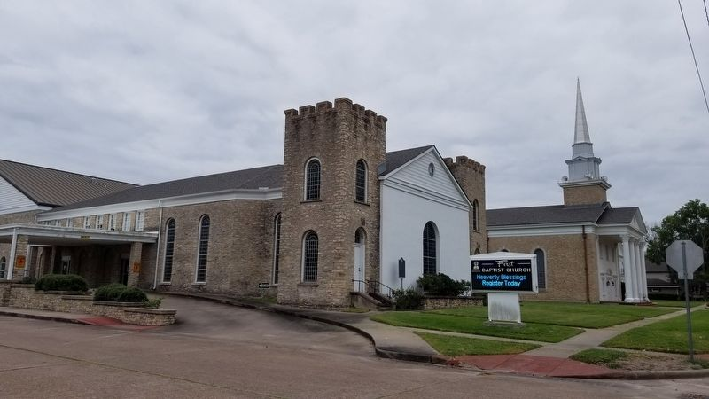 The First Baptist Church of Navasota image. Click for full size.