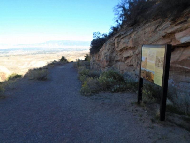 Upper Serpents Trail and Marker image. Click for full size.