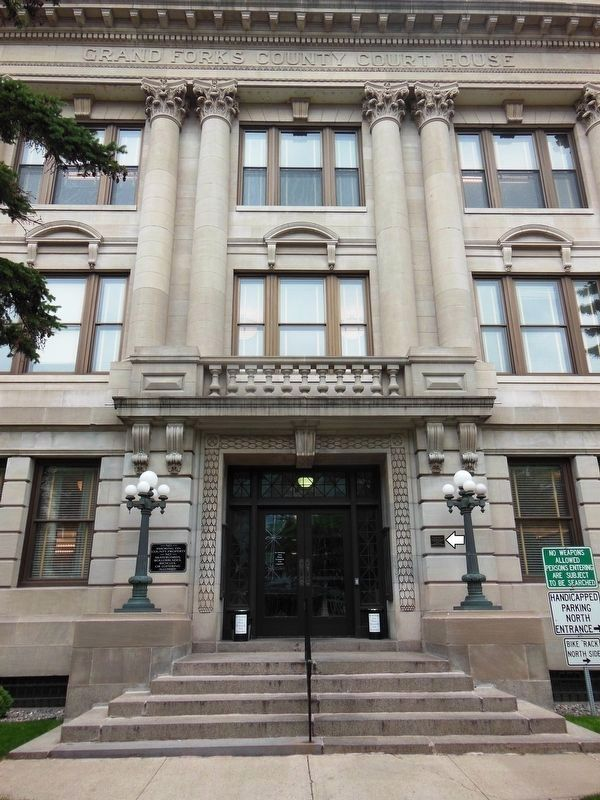 Grand Forks County Courthouse Entrance<br>(<i>South 4th Street</i>) image. Click for full size.