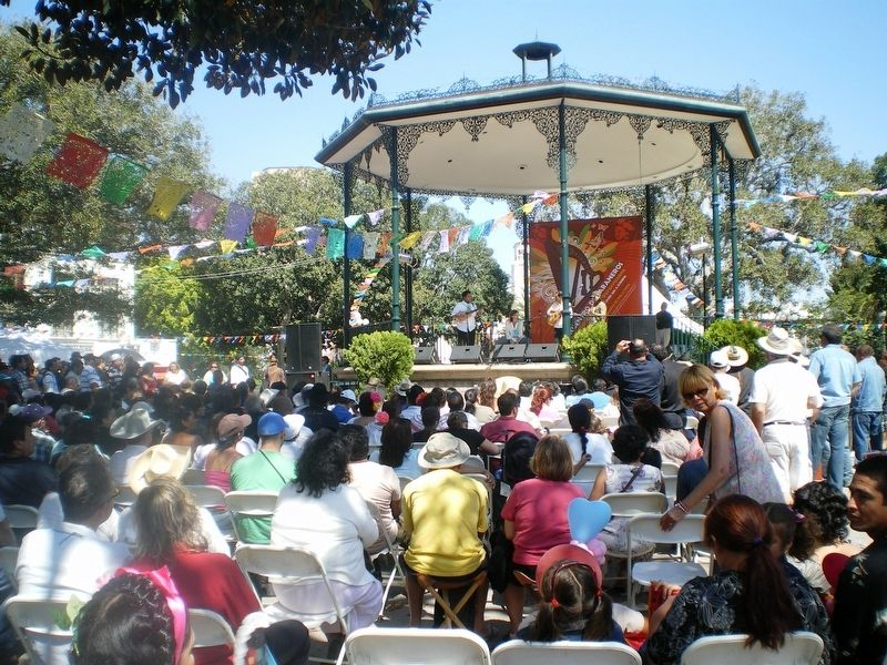 Olvera Street Plaza, Los Angeles California image. Click for full size.