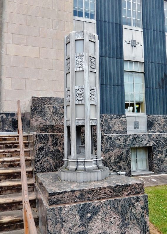 Warren County Court House<br>(<i>entrance detail</i>) image. Click for full size.