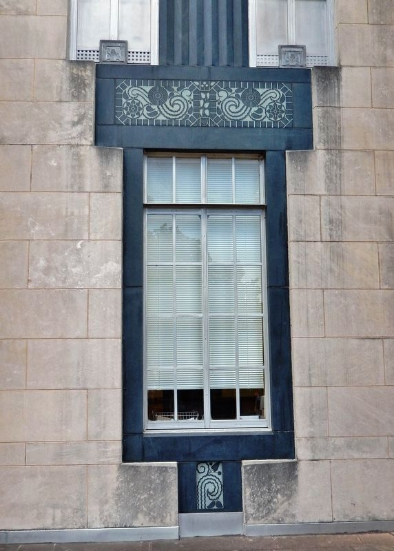 Warren County Court House<br>(<i>window detail</i>) image. Click for full size.