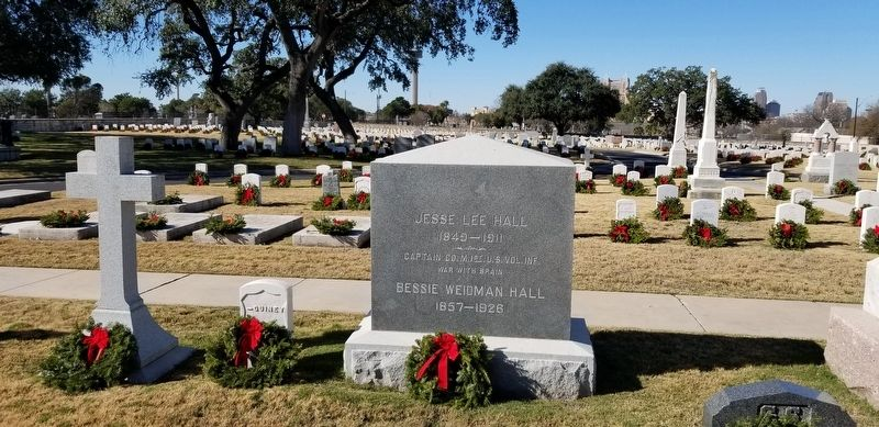 The tombstone of Captain Lee Hall image. Click for full size.