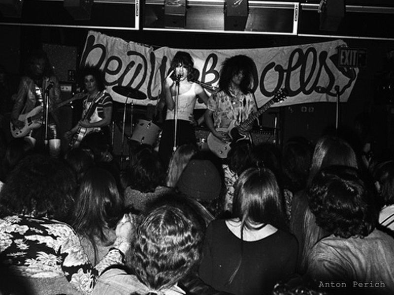 The New York Dolls in performance image. Click for full size.