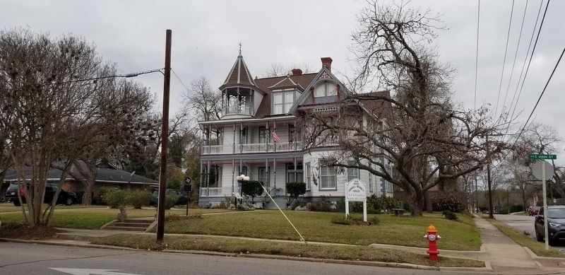 The view of the Ross-Carroll House from the street image. Click for full size.