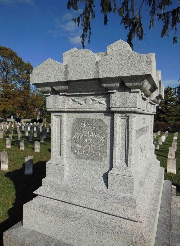 Gen. Turner Ashby Grave image. Click for full size.