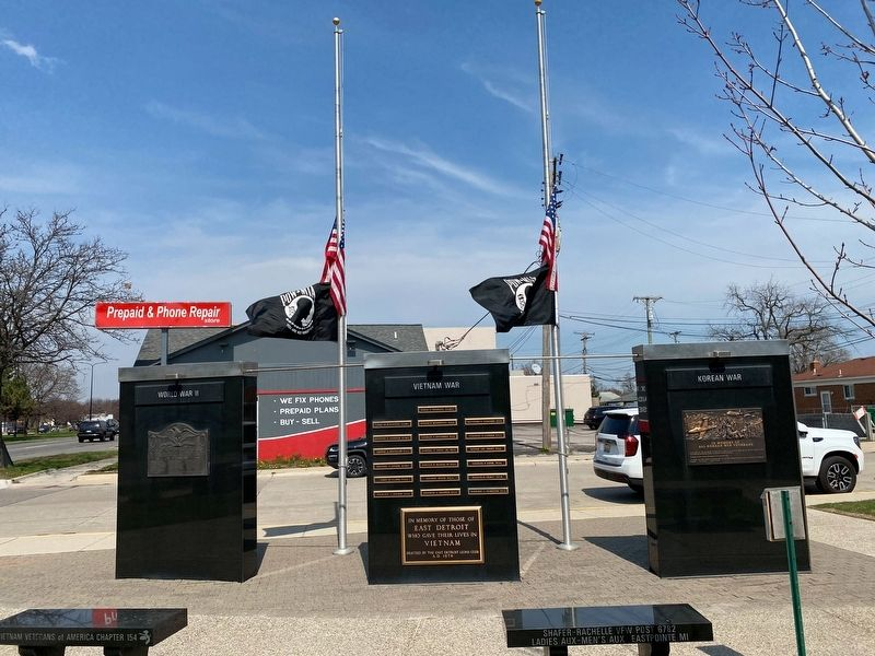 Eastpointe Veterans Memorial image. Click for full size.
